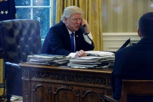 El presidente de EEUU, Donald Trump, en el Despacho Oval, este sábado.
