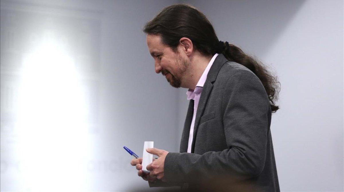 El líder de Unidas Podemos, Pablo Iglesias, tras reunirse con el presidente del Gobierno en funciones, Pedro Sánchez, en la Moncloa