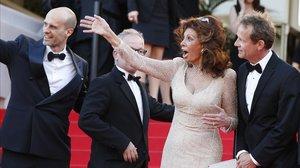 Sofia Loren, junto a su hijo Edoardo (a la izquierda), en el festival de Cannes del 2014.