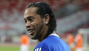 Ronaldinho demana el vot per al PP en les eleccions municipals de Castelldefels