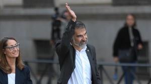 Jordi Cuixart, cuando entró a declarar con su abogada en la Audiencia Nacional, el pasado 6 de octubre.