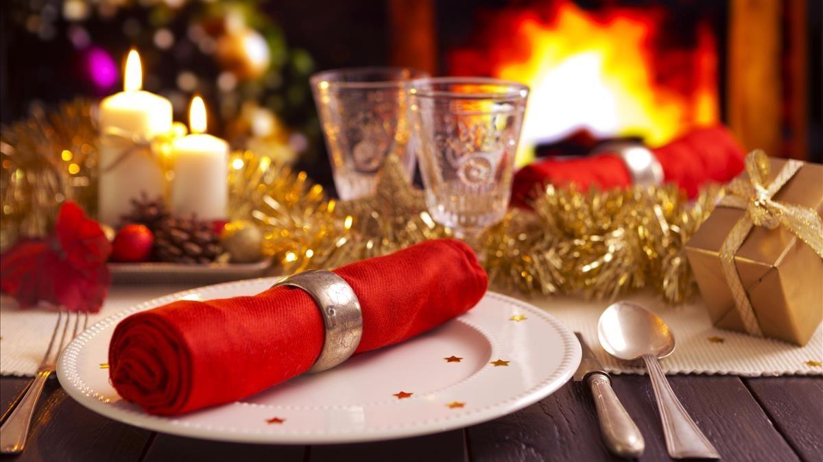 Una mesa vestida para Navidad.