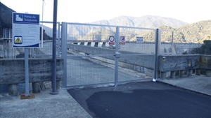 Endesa tanca la passarel·la del pantà de Susqueda per evitar imprudències