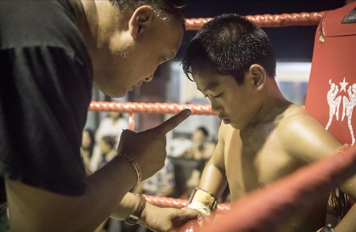 Los niños del muay thai: a golpes por necesidad