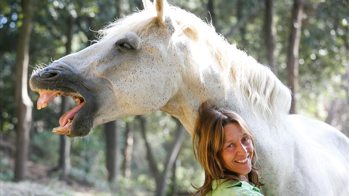 Melín Martínez, abogada y responsable de Horseway, hípica especializada en doma natural yterapias con caballos.