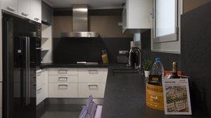 Cocina de un piso turísticocon licencia en el centro de Barcelona.