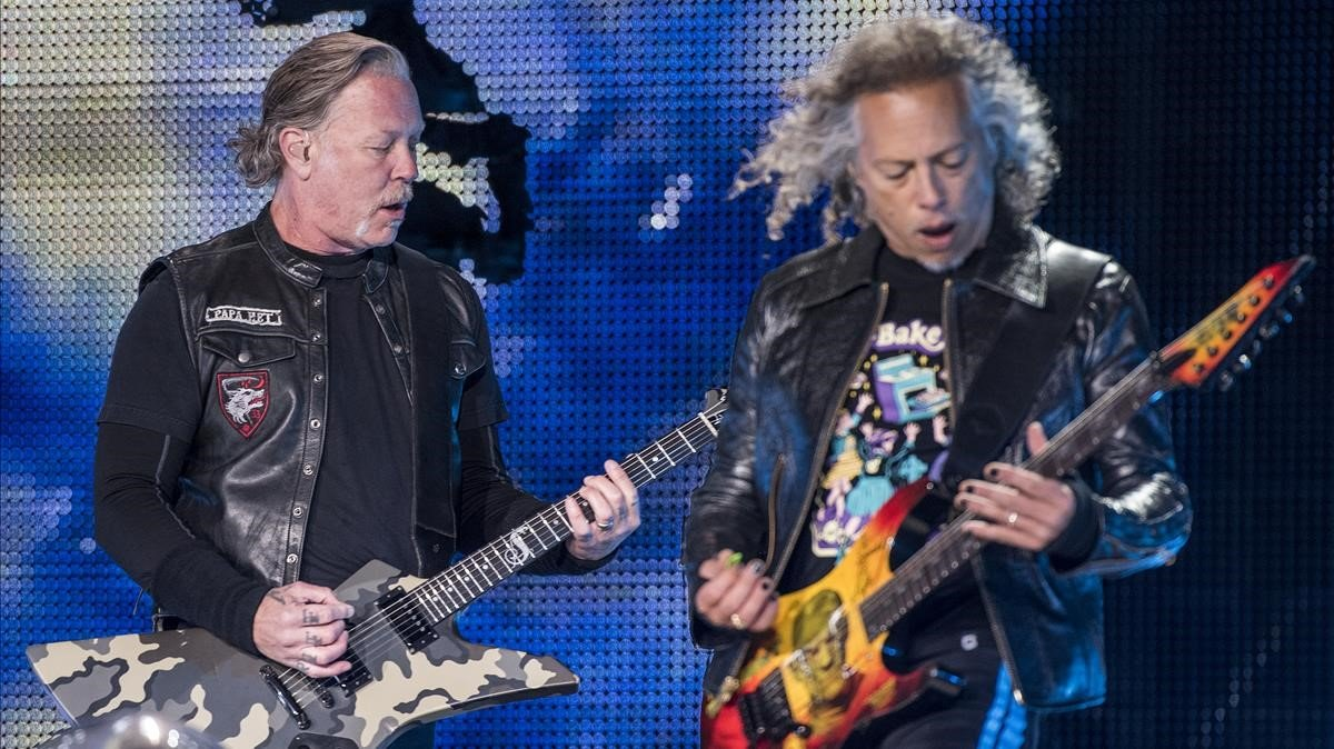James Hetfield y Kirk Hammett, de Metallica, durante el concierto en el Estadi Olímpic.