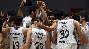 Els jugadors del Madrid celebren la seva classificació.