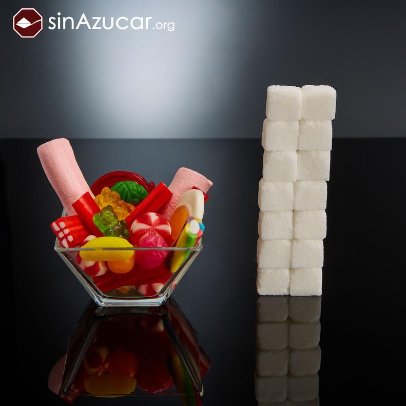 100gr de golosinas contienen 56gr de azúcar, igual a 14 terrones. Evita que los peques las consuman de manera habitual.