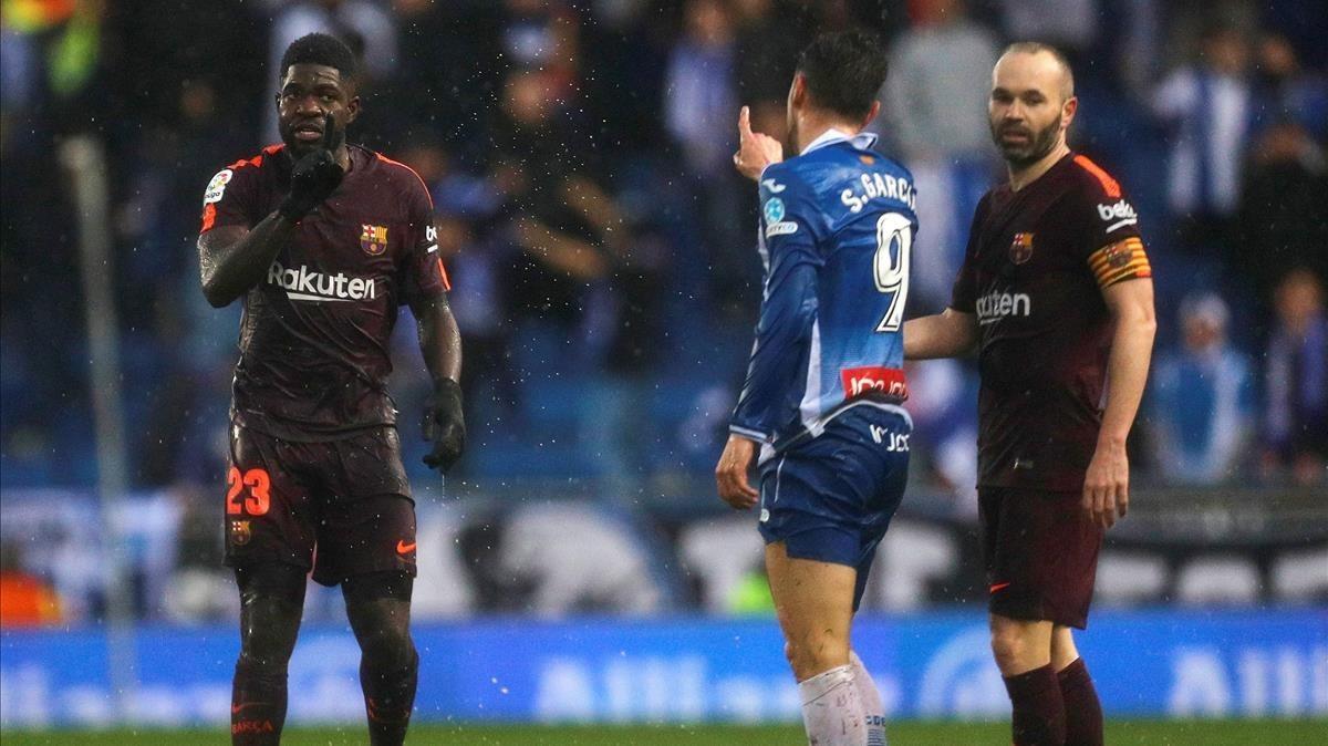 Sergio García y Samuel Umtiti discutiendo durante el partido