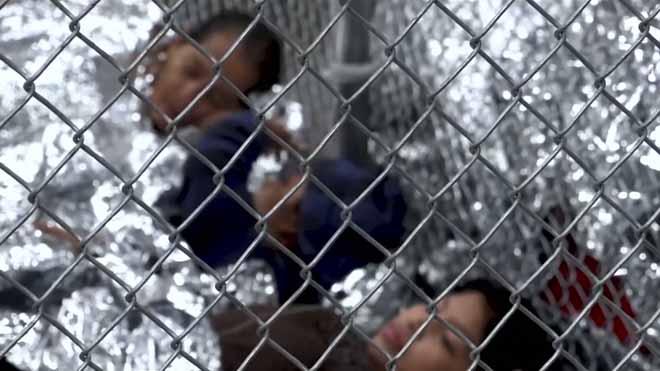 Famílies senceres en gàbies; així és un centre de retenció d'immigrants a Texas
