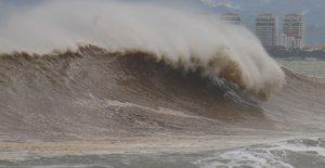 PUERTO VALLARTAMEXICO- Vista general de la turbulencia maritima previo a la llegada del huracan Willaen la ciudad de Puerto Vallartaestado de JaliscoMexico.EFE Francisco Perez