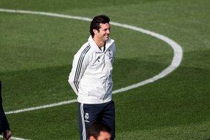 Santiago Solari, entrenador del Real Madrid, durante el entrenamiento de este viernes.