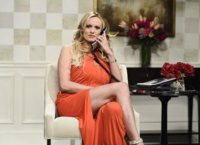 Stormy Daniels durante su intervención en el Saturday Night Live.