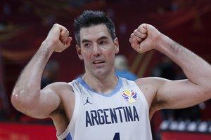 Luis Scola celebra el triunfo de Argentina ante Francia.