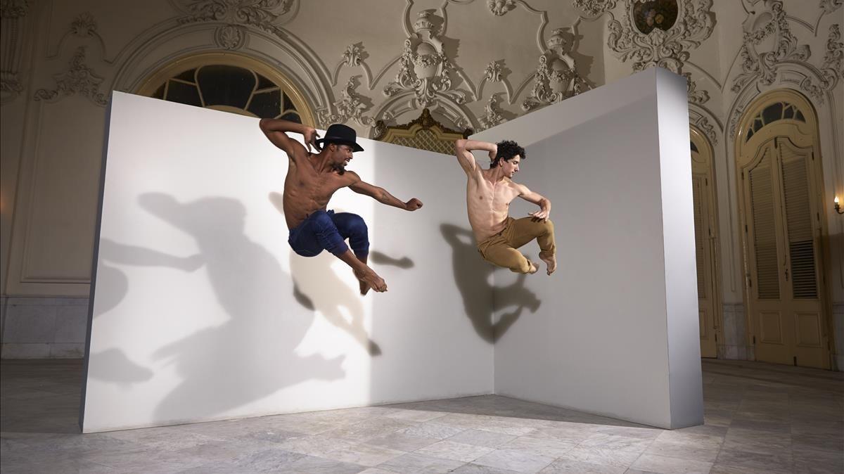 Dos miembros de Acosta Danza en una imagen promocional de la compañía.