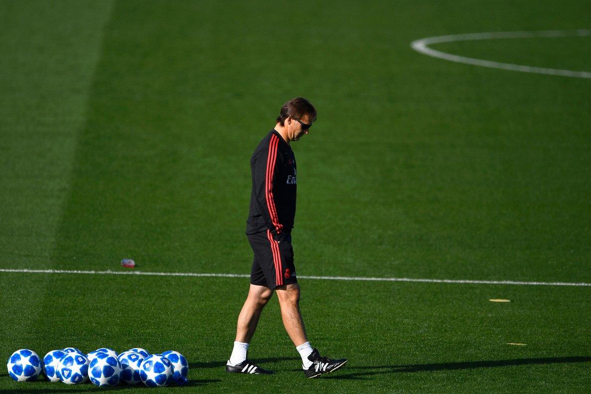 Julen Lopetegui, entrenador del Real Madrid, durante el entrenamiento de este lunes.