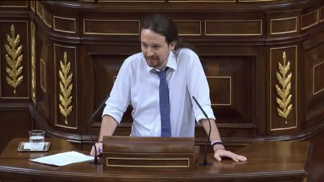 La diputada popular estaba hablando demasiado alto durante la intervención de Pablo Iglesias.