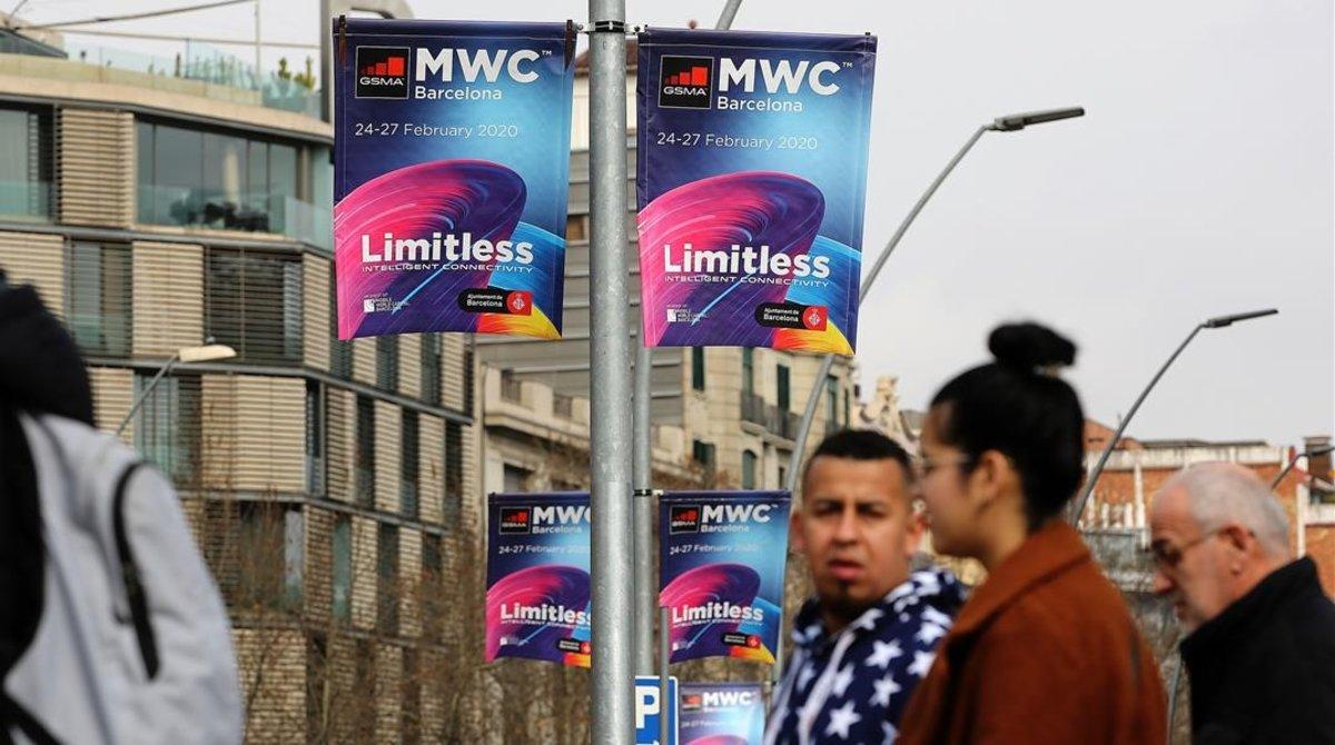 Banderolas anunciando el Mobile World Congress en Barcelona.