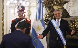«La gana hauria d'avergonyir-nos», va dir Fernández en el seu primer acte públic com a president