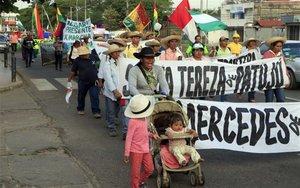 Marcha de grupos indígenas en Bolivia.
