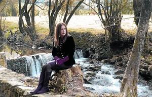 Dolores Redondo,a la localitat navarresa d'Elizondo.