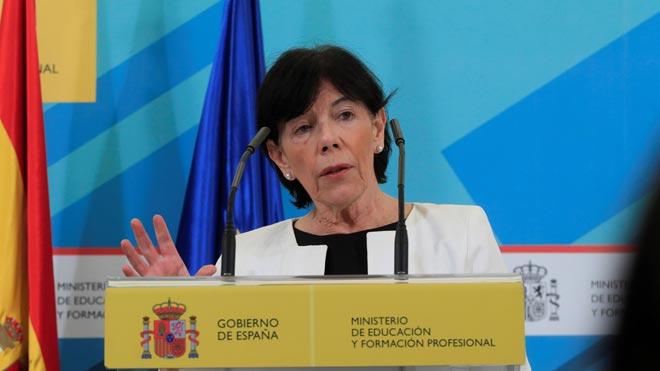 La ministra de Educación y Formación Profesional, Isabel Celaá, ha anunciado un acuerdo con 14 puntos sobre el próximo curso escolar entre el Gobierno y todas las comunidades autónomas, a excepción de Madrid y Euskadi, que establece que la 'vuelta al cole' se producirá en septiembre como es habitual con la actividad presencial como principio general