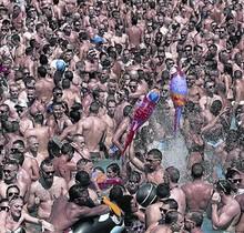 Chapoteo multitudinario 8 Fiesta acuática del Circuit en Illa Fantasia, el pasado año.