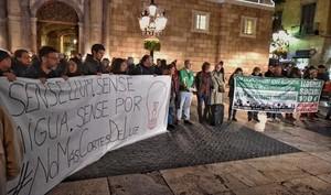 Concentración contra la pobreza energética,en la plaza de Sant Jaume de Barcelona.