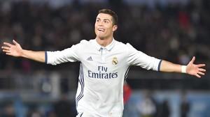 Cristiano Ronaldo celebra uno de sus tres goles, en Japón.