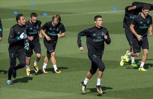 Cristiano Ronaldo, durante el entrenamiento de este martes en Valdebebas.