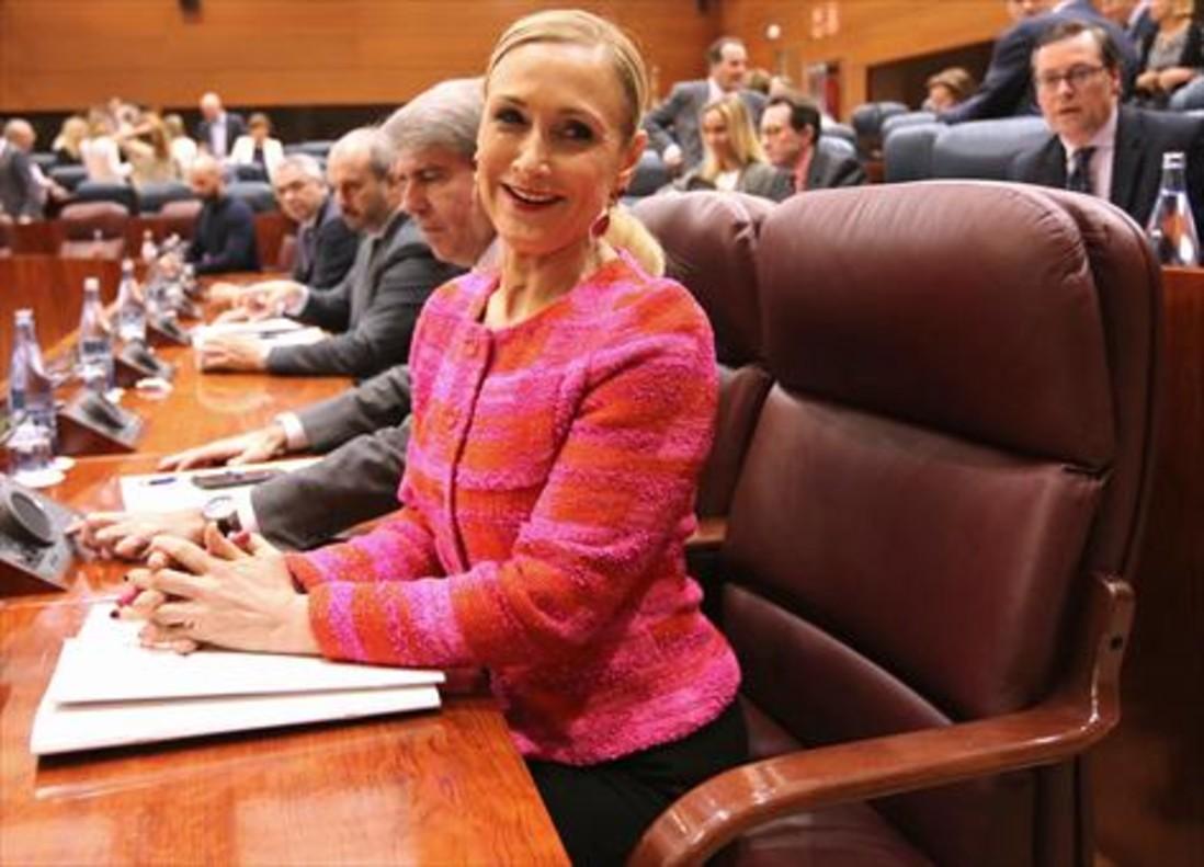 Cristina Cifuentes, en la Asamblea de Madrid, en plenoescándalo porsu máster fantasma.