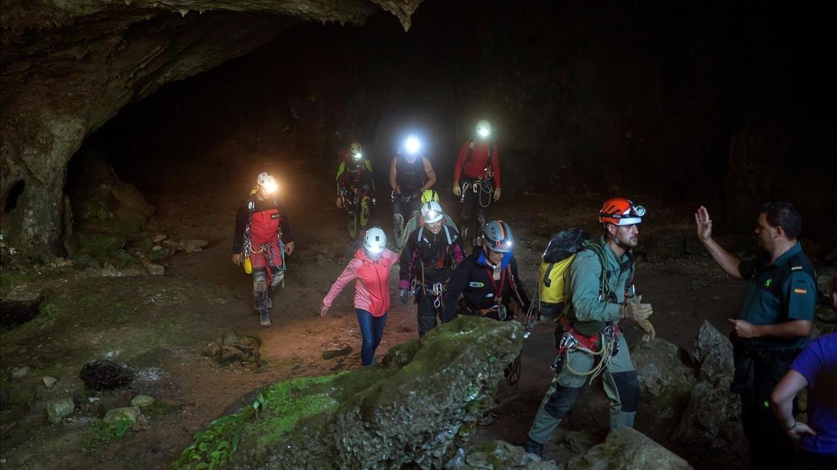 Salen las tres espeleólogas perdidas en la cueva Coventosa (Cantabria)