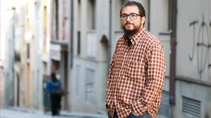 Dídac Alférez, en una calle junto a su dimicilio.