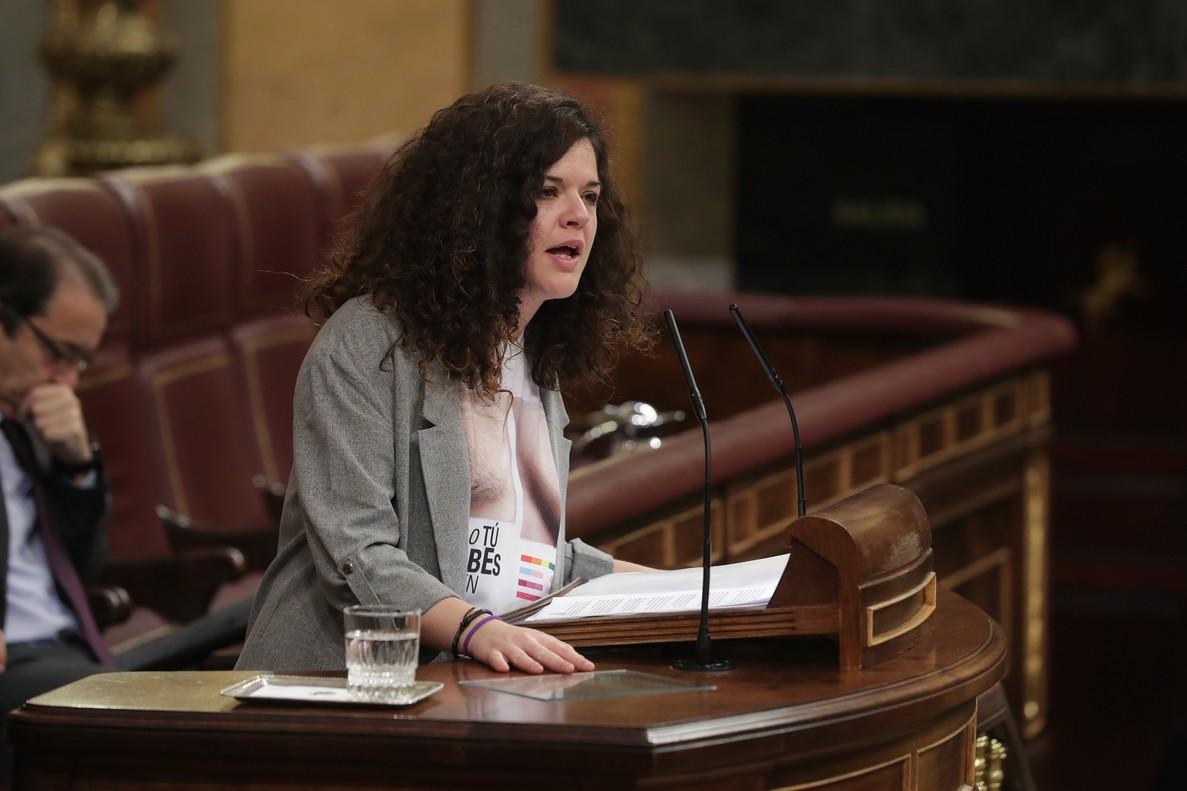 La diputada de Unidos Podemos Sofía Castañón, durante el pleno del Congreso del pasado jueves en el que lució la camiseta.