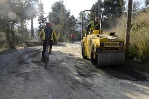 Maquinaria trabajando en la carretera de les Aigües, el viernes 11 de diciembre.