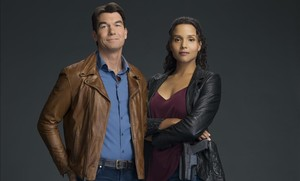 Jerry O'Connell y Sydney Poitier, los actores protagonistas de la serie 'Carter'.