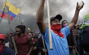 Protestas de grupos indígenas en Ecuador.