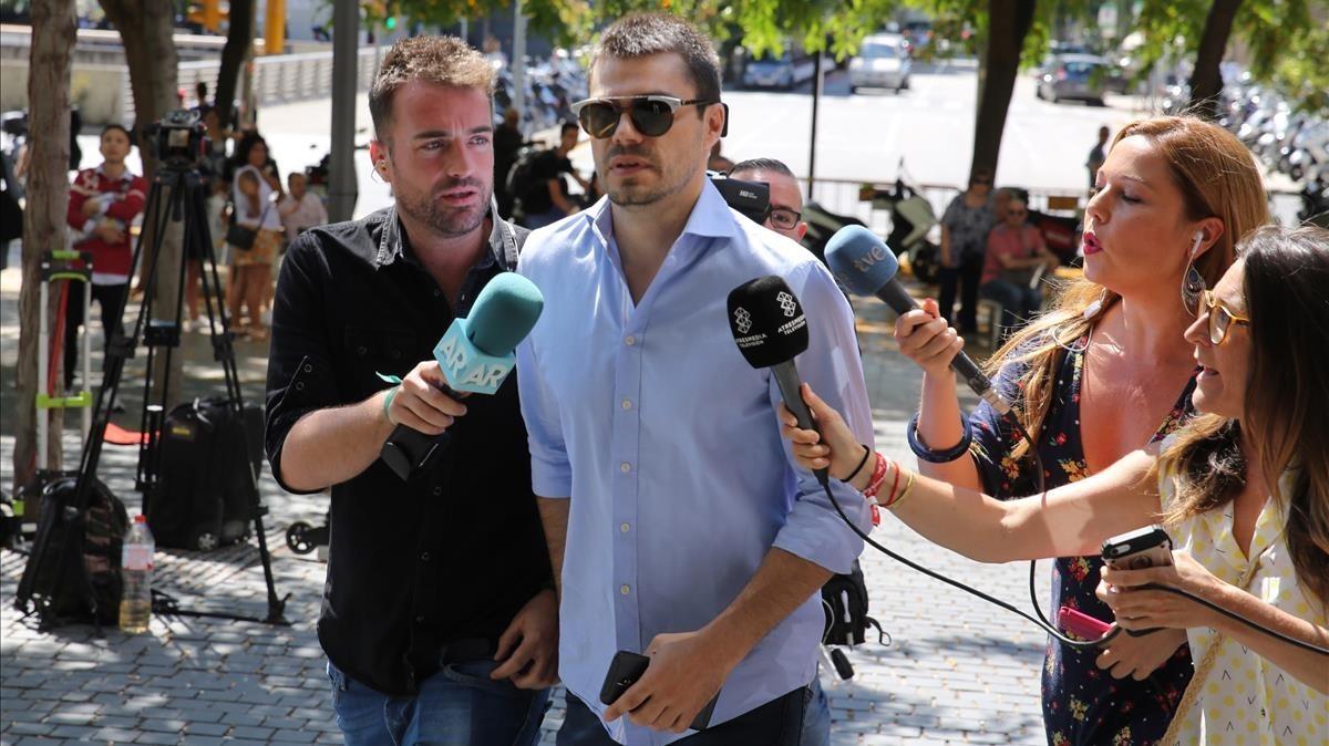 Albert Cavallé, el día del juicio, entrando en la Ciutatde la Justícia de Barcelona.
