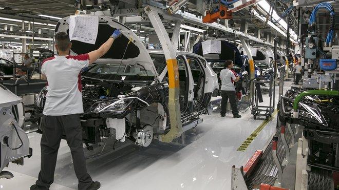 Sanitat insta a organitzar els llocs de treball per garantir dos metres entre treballadors