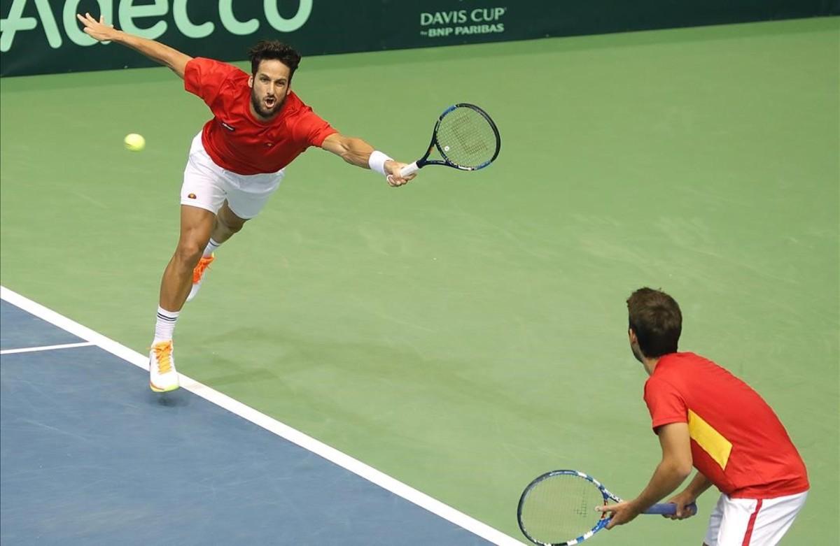 Feli López y Marc López en un instante del encuentro de doble ante Croacia