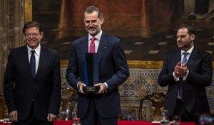 Felipe VI recibe el Premio Convivencia que concede la Fundación Profesor Manuel Broseta.