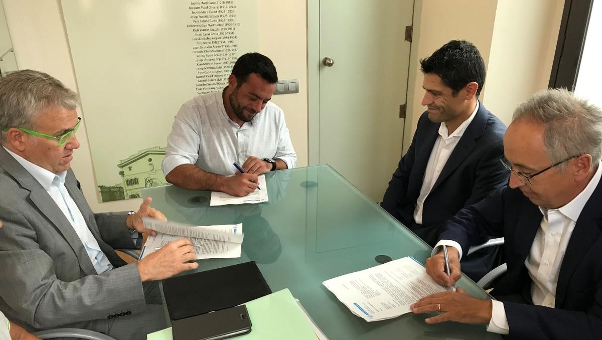 Firma del convenio entre el Ayuntamiento de Badalona y la empresa ACSA.