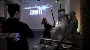 Imagen de uno de los ejercicios de Zomfit, el gimnasio montado por Fox para prmocionar la vuelta de The walking dead