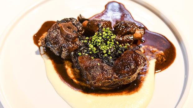 Receta del guiso de rabo de vaca de Albert Ortiz, del restaurante Manduka.