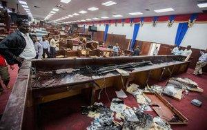 La Cámra de Diputados de Haití sufre actos vandálicos.