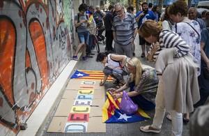 Protesta independentista en la sede de la CUP por el veto de los anticapitalistas a los presupuestos