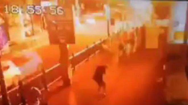 Instante de la explosión en el centro de Bangkok, esta tarde