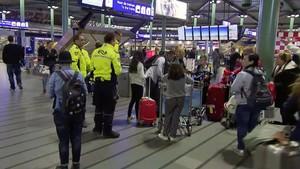 Desallotjat l'aeroport de Schiphol a Amsterdam per un home armat amb un ganivet