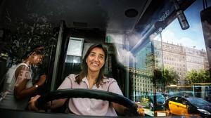 Marta Tello, al volante del Bus Turístic.